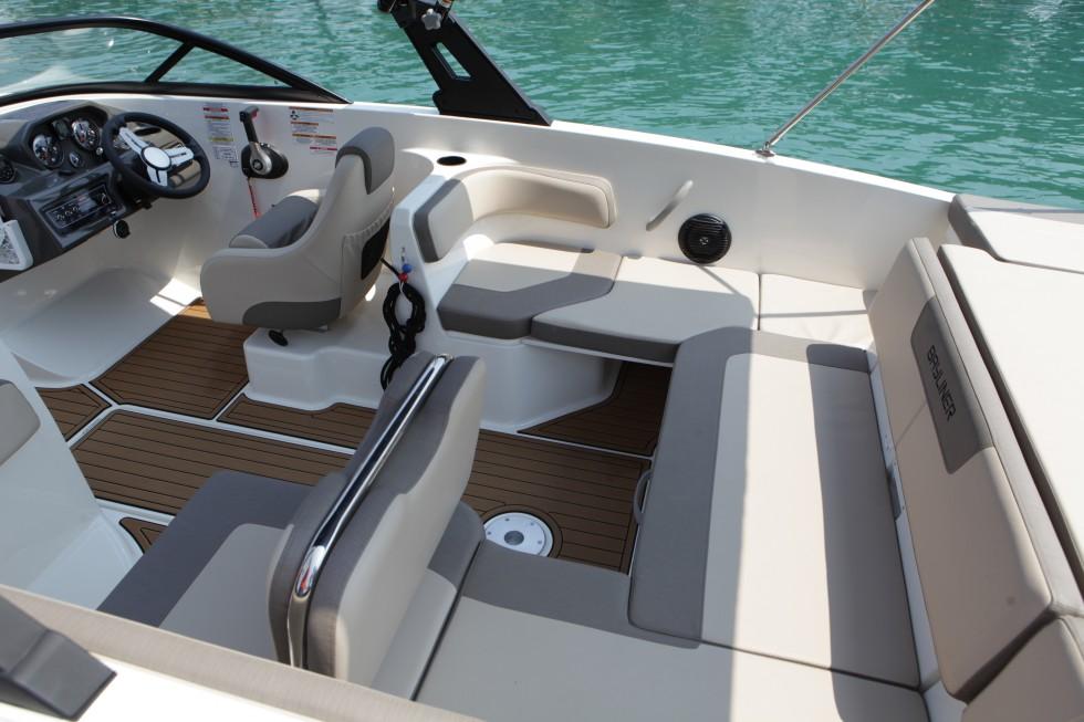 Interno barca a noleggio